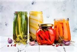 Fermentált ételek az egészséges bélflóráért: készítsünk savanyúságot
